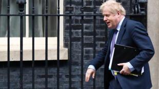 O primeiro-ministro britânico, Boris Johnson, em Downing Street, em Londres, a 12 de fevereiro de 2020.