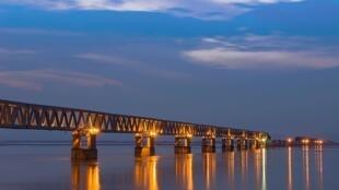 Cầu đường sắt Bogibeel tại bang đông bắc Asam, Ấn Độ.