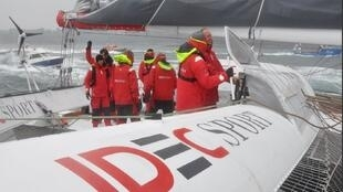 Francis Joyon and his team on the boat