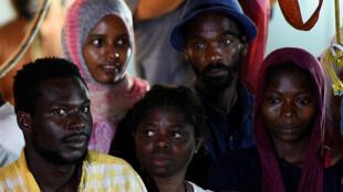 Migrantes del Open Arms llegan a Lampedusa, el 20 de agosto de 2019.
