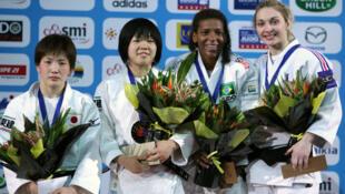 Da esq. para a direita, a medalha de ouro Anzu Yamamoto, a prata Nae Udaka,  Rafaela Silva e a francesa Automne Pavia, medalhas de bronze.