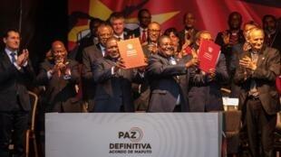 Assinatura em Maputo do Acordo de paz de Moçambique entre Filipe Nyusi, chefe de Estado, e Ossufo Momade, presidente da Renamo, a 6 de Agosto de 2019.