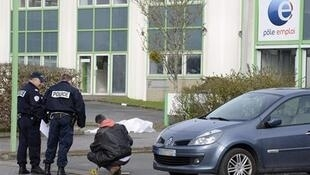 The self-immolation came two days after a man burned to death outside an employment office in Nantes.