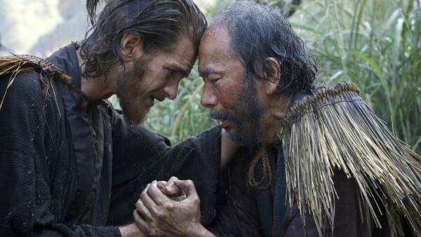 Andrew Garfield e Shinya Tsukamoto no « Silêncio », filme de Martin Scorsese.