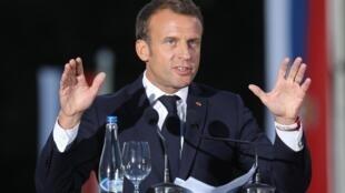 Emmanuel Macron anunciou nesta segundo o acordo para distribuir os migrantes entre países europeus