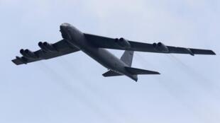 美軍B-52轟炸機2012年新加坡航空展覽飛行表演圖