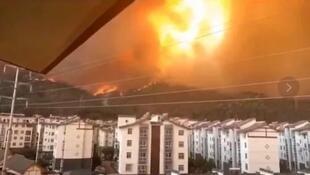中國四川西昌森林發生大火資料圖片