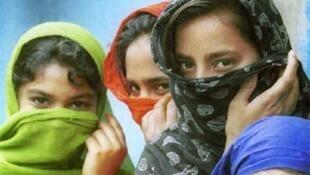 Bihari girls in Bangladesh