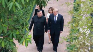 Lãnh đạo Bắc Triều Tiên, Kim Jong Un (T) và tổng thống Mỹ, Donald Trump, tại thượng đỉnh Hà Nội, ngày 01/03/2019.