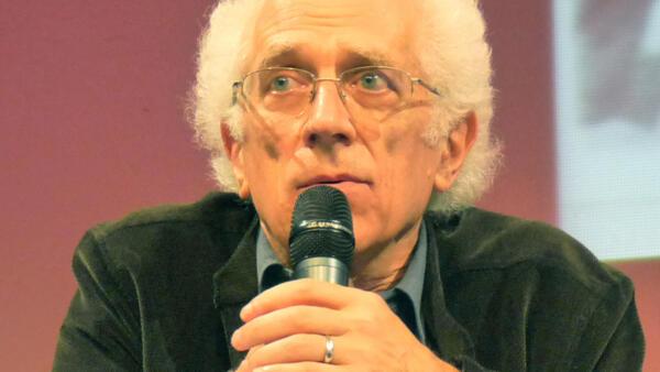 托多霍夫生前在法國斯特拉斯堡做講座的近照