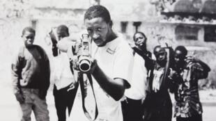 Le réalisateur Ladj Ly et sa caméra.
