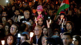 Procession aux chandelles organisée par des Eglises orthodoxe et catholique, le 13 décembre 2017 à Amman, pour protester contre la décision de Trump de déclarer Jérusalem capitale d'Israël.