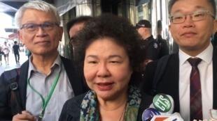 随同台湾总统蔡英文出访的总统府秘书长陈菊回应中国外交部。