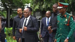Rais John Magufuli akiwasili katika ukumbi wa Karemjee kuwaogoza watanzania kuaga mwili wa Dr Reginald Mengi tarehe 7 Mei 2019