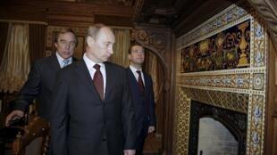 Владимир Путин, Дмитрий Медведев и Сергей Ролдугин, Санкт-Петербург, 2009 г.
