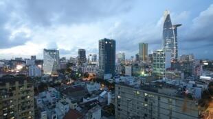 Ho Chi Minh Ville ou Saïgon au Vietnam. Le nombre de Français s'élève à plus de sept mille et francophones à six mille résidents au Vietnam.