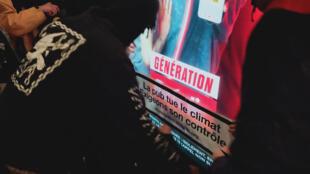Des militants anti-publicité en action, Paris, 14 février 2020.