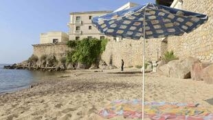La Mirandole, the public beach below the villa owned by the king of Saudi Arabia in Vallauris Golfe-Juan