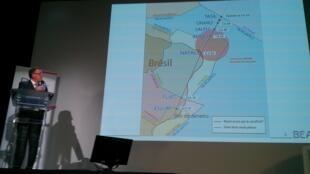 O diretor da investigação Allain Bouillard, apresenta o relatório do voo