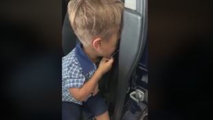 Capture d'écran de la vidéo de Yarraka Bayles, datée du 20 février 2020, montrant son fils handicapé Quaden en larmes après avoir été victime de harcèlement à l'école.