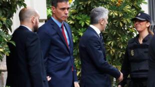 Thủ tướng Pedro Sanchez (thứ 2 từ trái) ngày 21/10/2019 tại Barcelona, Tây Ban Nha.