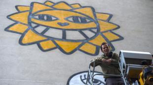O artista urbano franco-suíço Thomas Vuille e seu célebre personagem.