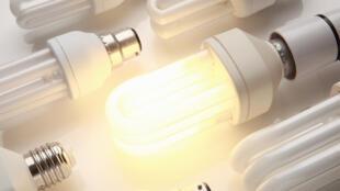 Lâmpadas LED, de baixo consumo.