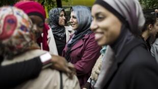 En 2013 déjà, des femmes voilées manifestaient à Paris pour revendiquer leur droit d'accompagner leurs enfants à l'école, en étant voilées.