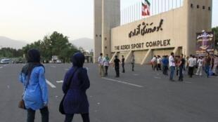 تأثر شدید محیط ورزشی ایران به خاطر مرگ دختری که نتوانست وارد ورزشگاه شود