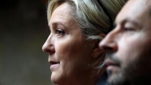 Marine Le Pen, députée et leader du RN, aux côtés de Sébastien Chenu, porte-parole du parti et député du Nord, à l'Assemblée nationale, le 7 janvier 2020.