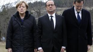 法國總統奧朗德,德國總理默克爾,西班牙首相拉霍伊25日一起到法國西南部阿爾卑斯山區飛機失事現場悼念