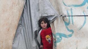 Alors que le rouleau compresseur syrien -aidé par l'aviation russe- gagne du terrain dans la région d'Idleb, la population civile fuit. Camp de réfugiés, Azaz, près de la frontière turque, le 13 février 2020.