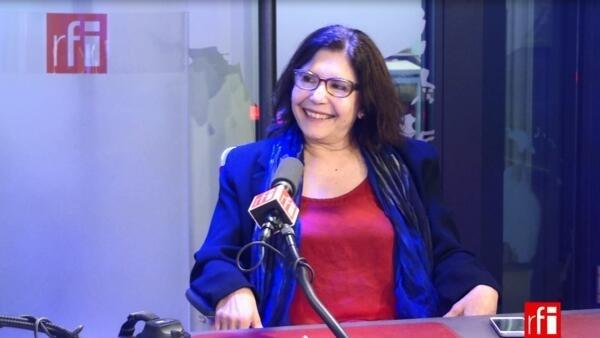 Eliana Bueno Ribeiro é escritora e tradutora.