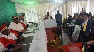 Henriette Lagou du GP-Paix, membre de la nouvelle commission électorale indépendante, prête serment devant le Conseil constitutionnel ivoirien, le 27 septembre 2019 (image d'illustration).