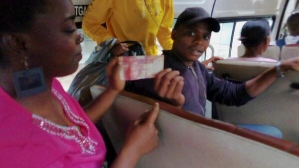 Jéssica se surpreendeu com as diferenças no sistema de transporte de Durban, na África do Sul.