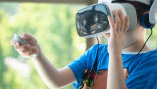 Aux États-Unis, un hôpital pour enfants du Colorado expérimente les effets anti-douleurs de la réalité virtuelle depuis un an sur de jeunes patients.