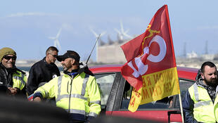 Pickets at the Fos-sur-Mer refinery on 23 May 2016