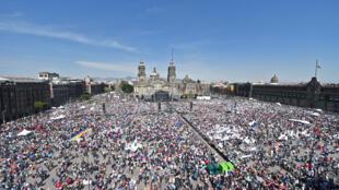 Pour marquer sa première année de présidence, Andrès Manuel Lopez Obrador faisait un grand meeting sur la place Zocalo à Mexico.