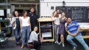 A primeira geladeira solidária da associação La Cantine.