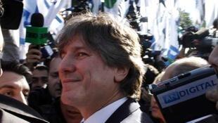 Se considerado culpado, o vice-presidente argentino, Amado Boudou, pode pegar de um a seis anos de prisão.