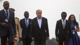 António Guterres em visita à África.