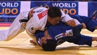 O judoca brasileiro Felipe Kitadai foi derrotado pelo campeão mundial Boldbaatar Ganbat.