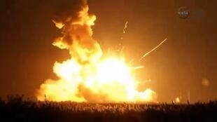 Wallops Island, Virginie. La fusée américaine Antarès explose quelques secondes après son décollage à 22h22 (GMT) le 28 octobre 2014.