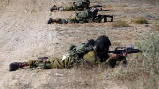 As tropas israelenses entraram nos subúrbios da parte oriental de Gaza.