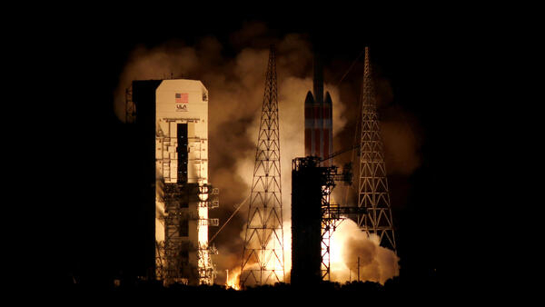 """Lanzamiento del cohete Delta IV Heavy con la sonda solar """"Parker"""" a bordo, 12 de agosto de 2018."""