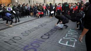 Manifestation pour dénoncer les féminicides, le 14 février 2020 à Mexico.