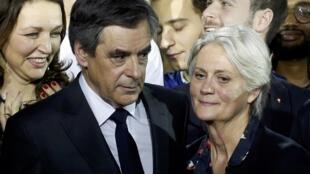 Penelope e François Fillon num comício em Paris em Janeiro de 2017.