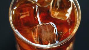 Consumo de bebidas energéticas está sob investigação da agência sanitária da França.