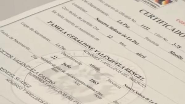Nova cédula de identidade em nome de Geraldine Pamela Valenzuela, uma das primeiras mulheres transexuais bolivianas a receber novos documentos nesta terça-feira, 6 de setembro de 2016.