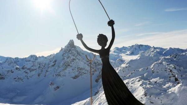 達利創作的愛麗絲雕像
